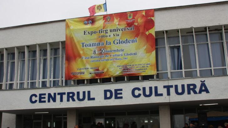"""Expo-tîrgul """"Toamna la Glodeni"""" a dat start activităților, consacrate  Hramului orașului"""