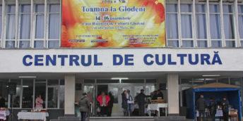 """Expo-tîrgul """"Toamna la Glodeni"""" a dat start activităţilor, consacrate  Hramului oraşului"""