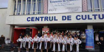 """Expo-târgul """"Toamna la Glodeni"""" a dat start activităţilor, consacrate  Hramului oraşului"""